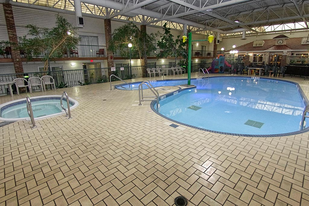 Indoor pool brandon airport hotel victoria inn for Pool designs victoria